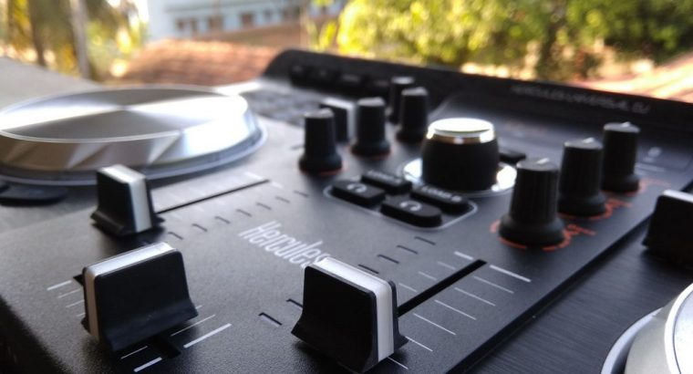 Hercules DJ Universal DJ Controller