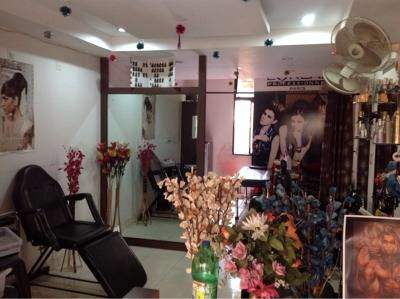 Awesome Professional Ladies Hair And Beauty Parlour
